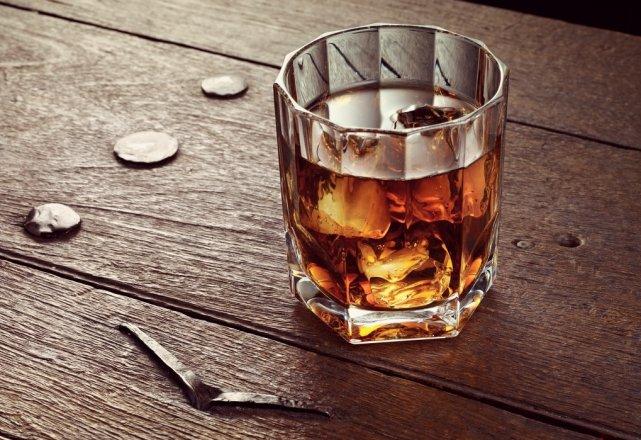 Стакан хорошего виски на страницах мужского журнала brodude